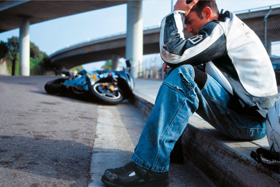 помощь мотоцикл на дороге